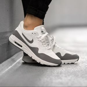 🆕️Women's Nike Air Max 1 Ultra Moire (Size 8)😍